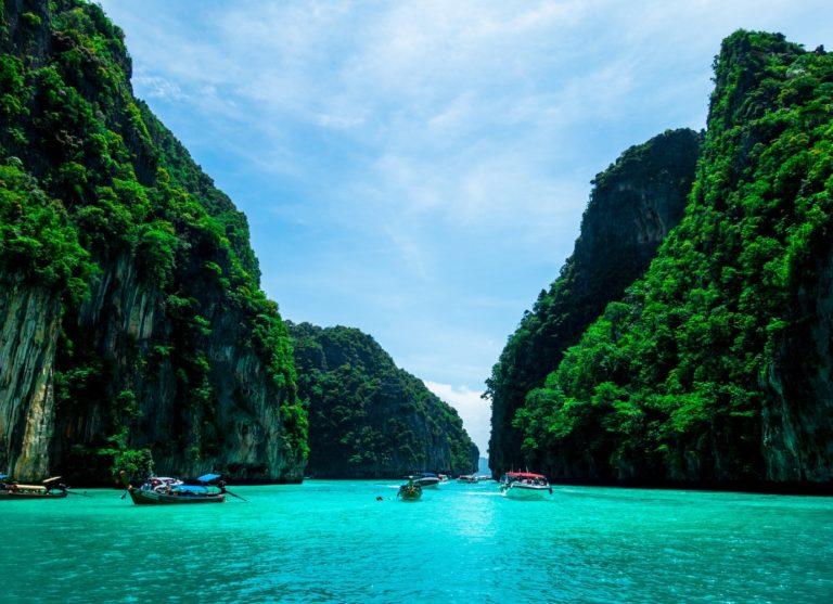 La Thaïlande s'ouvre aux touristes qui remplissent des conditions